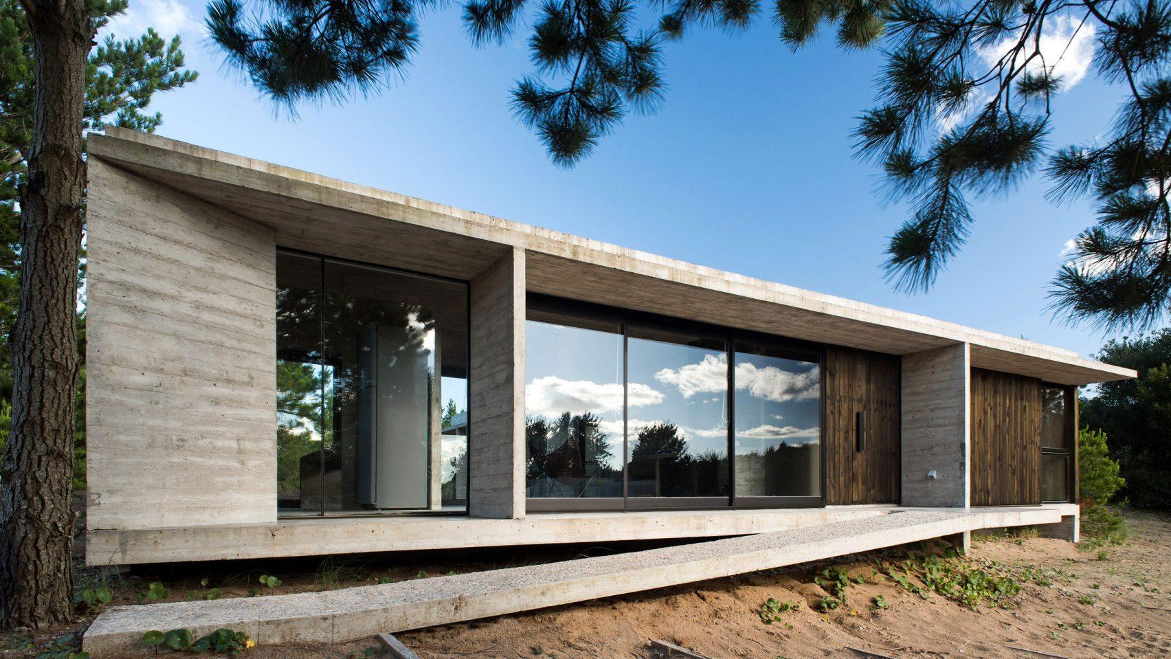 Gyors, olcsó és látványos kivitelezés betonból: ez az Equestrian House Argentínában