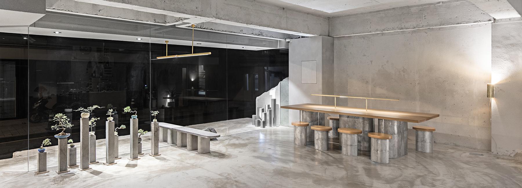 A beton brutalitása teszi különlegesen moderné ezt a szöuli kávézót