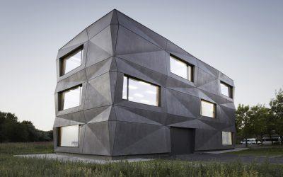 Egy újabb különleges geometriájú beton épület